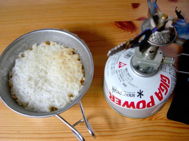 シェラカップでご飯を炊く